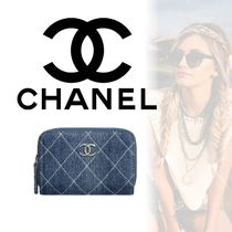 CHANEL Street Style Coin Purses