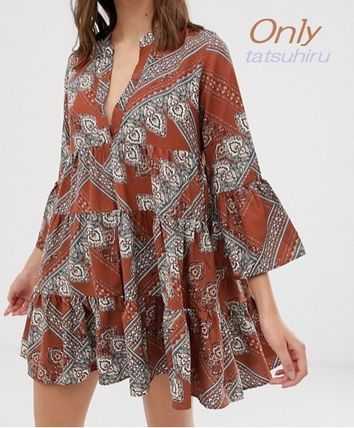 Short Paisley Casual Style V-Neck Cropped Dresses