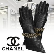 CHANEL Chain Plain Leather Leather & Faux Leather Gloves