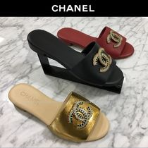 CHANEL Open Toe Plain Leather With Jewels Elegant Style Slippers
