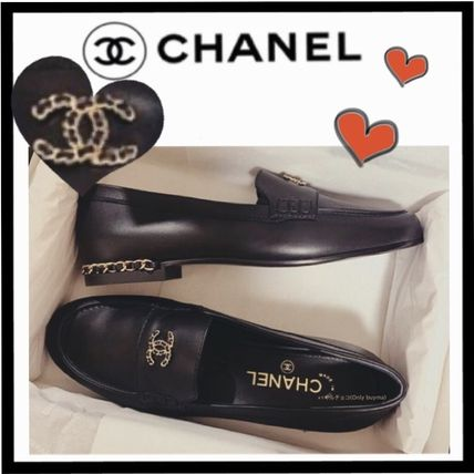 CHANEL ICON Round Toe Casual Style Chain Plain Leather