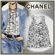 CHANEL Short U-Neck Cropped