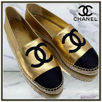 CHANEL Round Toe Bi-color Elegant Style Flats
