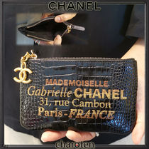 CHANEL ICON Unisex Calfskin Chain Plain Pouches & Cosmetic Bags