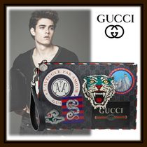 GUCCI GG Supreme Street Style Clutches