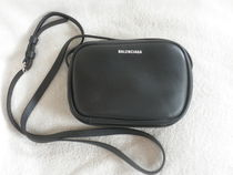 BALENCIAGA EVERYDAY TOTE Casual Style Unisex Calfskin Plain Shoulder Bags