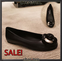 CHANEL ICON Plain Toe Plain Leather Elegant Style Flats