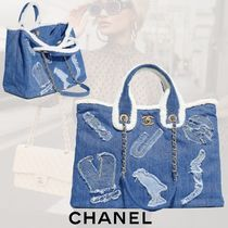 CHANEL Casual Style Canvas Denim Chain Shearling Logo Totes