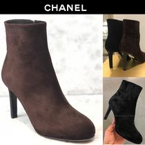 CHANEL Round Toe Suede Blended Fabrics Pin Heels Elegant Style