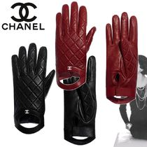 CHANEL Plain Leather Bold Leather & Faux Leather Gloves