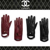 CHANEL MATELASSE Plain Leather Bold Leather & Faux Leather Gloves
