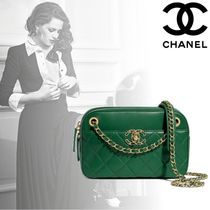 CHANEL Lambskin Chain Plain Elegant Style Crossbody