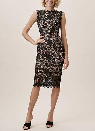 Tight Sleeveless Halter Neck Medium Lace Dresses