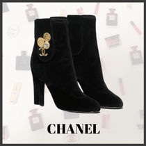 CHANEL Casual Style Velvet Plain Home Party Ideas With Jewels