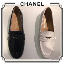 CHANEL Round Toe Plain Leather Elegant Style Loafer Pumps & Mules