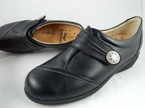 Finn Comfort Round Toe Leather Flats
