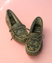 Minnetonka Star Moccasin Round Toe Rubber Sole Casual Style Suede