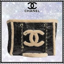 CHANEL Casual Style Chain Plain Leather Shearling Logo Totes