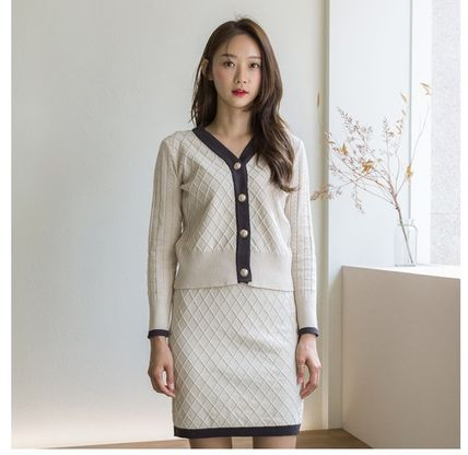 Casual Style Tight V-Neck Long Sleeves Medium Office Style