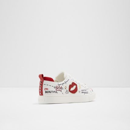 Round Toe Casual Style Low-Top Sneakers