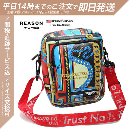 白黒 Unisex 人造毛皮 街头风格 撞色 PVC Clothing Crossbody Bag