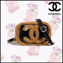 CHANEL Casual Style Blended Fabrics Chain Plain Shearling Logo