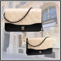 CHANEL 2020 CRUISE CHAIN WALLET beige & black more wallets & cases
