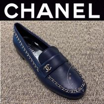 CHANEL ICON Plain Toe Casual Style Street Style Chain Plain Leather
