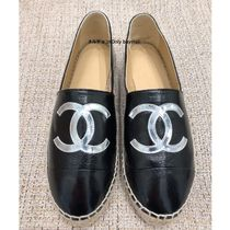 CHANEL Casual Style Bi-color Plain Leather Low-Top Sneakers
