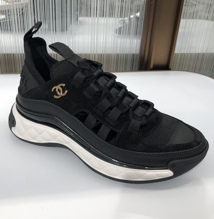 CHANEL Low-Top Low-Top Sneakers 3