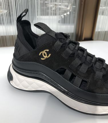 CHANEL Low-Top Low-Top Sneakers 4
