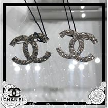 CHANEL Elegant Style Accessories