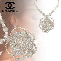 CHANEL Costume Jewelry Flower Party Style With Jewels Elegant Style