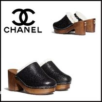 CHANEL Round Toe Chunky Heels Shearling Logo Heeled Sandals