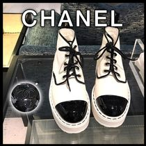 CHANEL Plain Toe Bi-color Leather Block Heels Ankle & Booties Boots