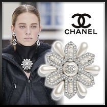 CHANEL Street Style Logo Party