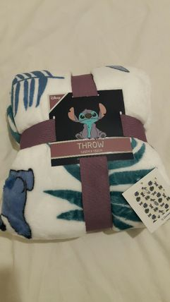 Unisex Collaboration Characters Throws