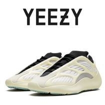 Yeezy Unisex Low-Top Sneakers