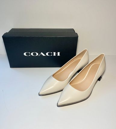 Coach Willa Pump