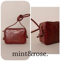 mint&rose. Casual Style Shoulder Bags