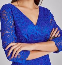 Paper Dolls Tight V-Neck Cropped Long Sleeves Plain Medium Lace
