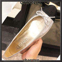 CHANEL TIMELESS CLASSICS Plain Toe Casual Style Blended Fabrics Bi-color Plain