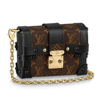 Louis Vuitton MONOGRAM VERNIS Essential Trunk