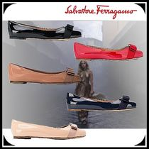 Salvatore Ferragamo Round Toe Casual Style Enamel Street Style Plain Leather