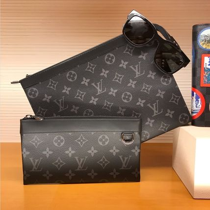 Louis Vuitton MONOGRAM Discovery Pochette Pm