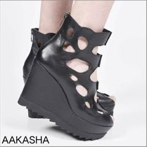 Aakasha Platform Plain Leather Platform & Wedge Sandals