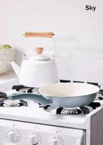 Urban Outfitters Co-ord Cookware & Bakeware