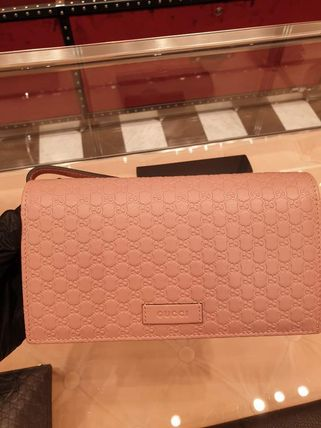 GUCCI Casual Style Leather Crossbody Clutches