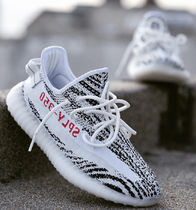 adidas YEEZY BOOST 350 Street Style Collaboration Logo Sneakers