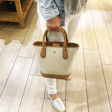 Tory Burch Casual Style A4 Plain Office Style Elegant Style Logo Totes